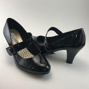 Size 8 Cute American Eagle black Mary Jane pumps